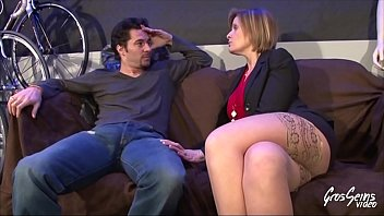 Florence, elle rentre bourrée et veut baiser avec son employé