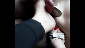 Prima do sul podolatra brincando com seus pés em mim em BH