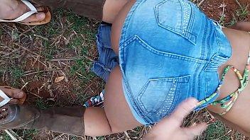 menina novinha caipira com uma bota velha foi pro canavial dança funk e meter gostoso!