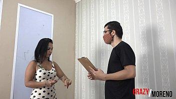Mulher não resite e trai o marido com os entrgadores de sofa.- GRAZY MORENO (VIDEO COMPLETO NO XVIDEOS RED)