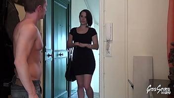 Lina, belle brunette rebelle, veut de faire prendre par tous les tous