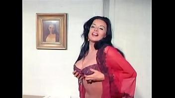 """Mejores escenas de Isabel Sarli en """"Desnuda En La Playa"""""""