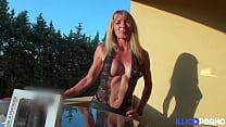 Alicia, mature aux gros seins, s'offre de bonnes queues
