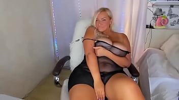 Very Hot Chubby Camgirl Blonde With Big Boobs 5 min