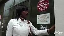 Anksa Kara, blackette aux gros seins, se fait enculer en entretien d'embauche