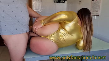 Madre con enorme culo es follada por el amigo de su hijo. Únete a nuestro club de fans en www.onlyfans.com/ouset