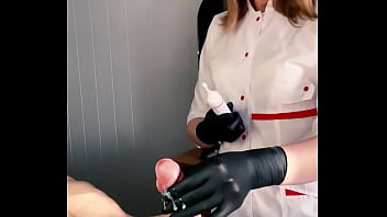 The client couldn't take it anymore and CUM vigorously during the procedure. With English subtitles