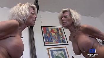 Charlène jeune accro à l'anal veut la bite du patron