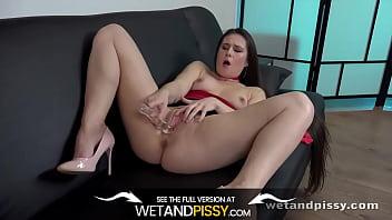 Lara Fox Toys Her Pee Soaked Pussy