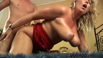 40yo MILF Wants The Cum On Her Tits 28 min