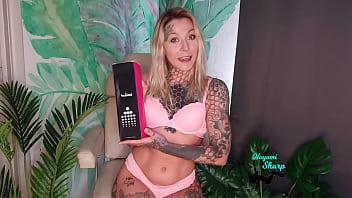 Nayomi Sharp Unboxing and testing Treediride vibrating sexmachine Mia