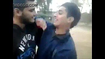 Beso Gay entre heterosexuales   XVIDEOSCOM[1]