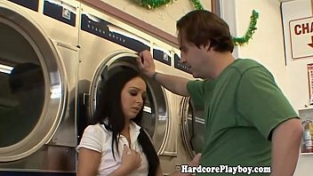 Amateur babe banged in the laundromat