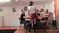 Jeune et jolie etudiante francaise baisee et couverte de sperme dans 1 gangbang