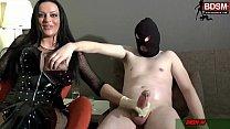 Harter Handjob von deutscher BDSM Domina und sklave bekommt starken Orgasmus mit viel sperma