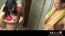Teeny Lilou Shana reinigt 2 Schwänze in der Dusche - SPM Lilou18 SC08