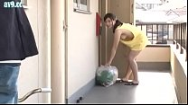 The Lure Man Insidiously Big Wife To Go Out In Bra Carelessly
