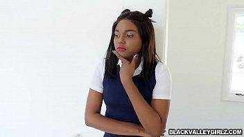 Ebony chick Yara Skye trades her pussy for grades