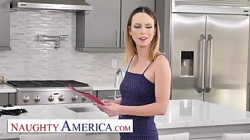 Naughty America - Jade Nile puts on a sexy ass show