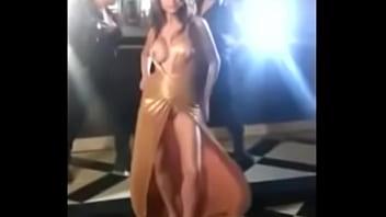 Anushka Sharma Boobs Shown During Shooting
