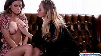 Carter Cruise and Vanessa Veracruz enjoyed making out1