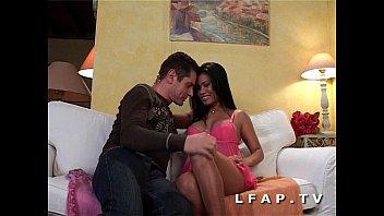 Petite thai aux gros seins sodomisee avec une bonne ejac en bouche