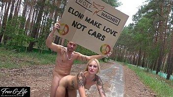 Nacktprotest vor Tesla Gigafactory Berlin Pornodreh gegen Elon Musk