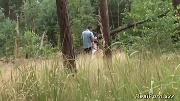 adolescente alemão bateu na floresta -  tvporno18.com